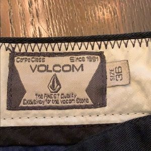 Men's Volcom black shorts